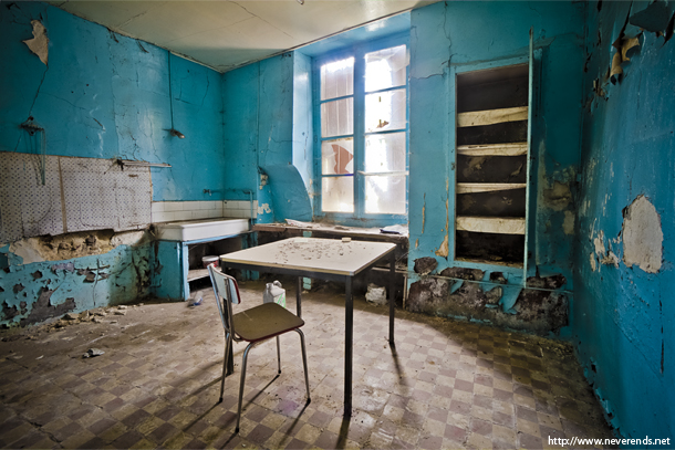 le village. Black Bedroom Furniture Sets. Home Design Ideas