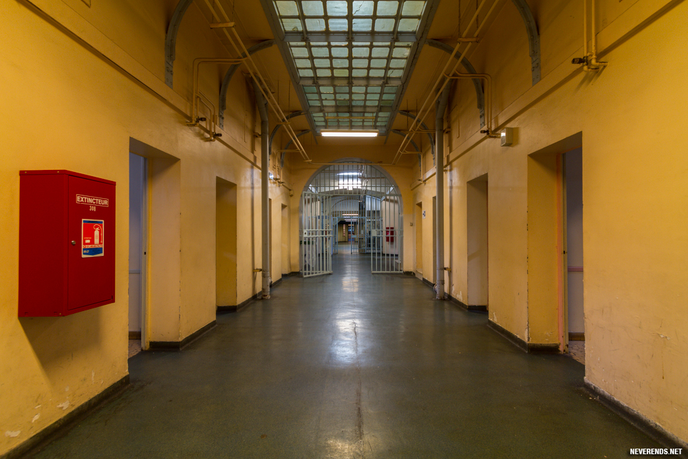 Couloir menant à la partie haute de la prison